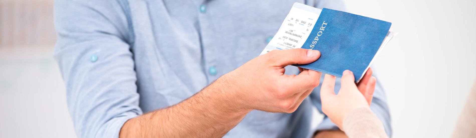 Niewywiązanie się biura podróży z umowy – prawo do świadczenia zastępczego
